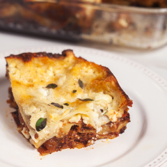 A feta bechamel, ground lamb, as el hangout, and dried apricots make this lasagna recipe extra special! | spachethespatula.com