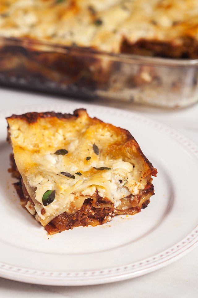 A feta bechamel, ground lamb, as el hangout, and dried apricots make this lasagna recipe extra special! | spachethespatula.com
