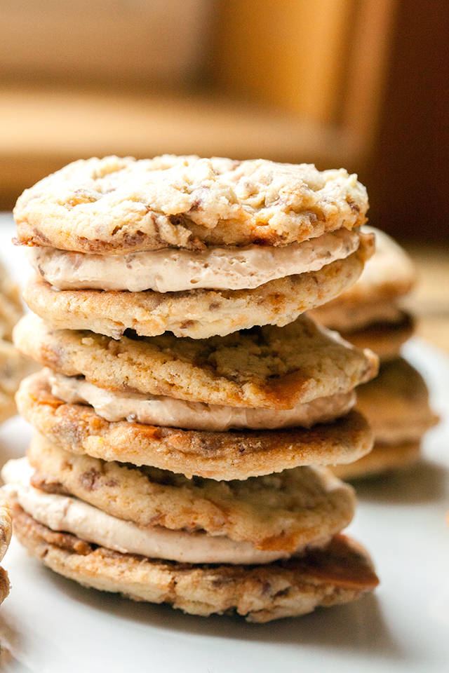 These chewy cookies are full of Butterfingers and stuffed with peanut butter buttercream; it's basically salty-sweet perfection | spachethespatula.com #recipe