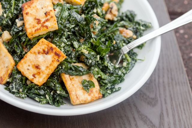 The BEST kale salad you will EVER try...seriously! | spachethespatula.com #recipe