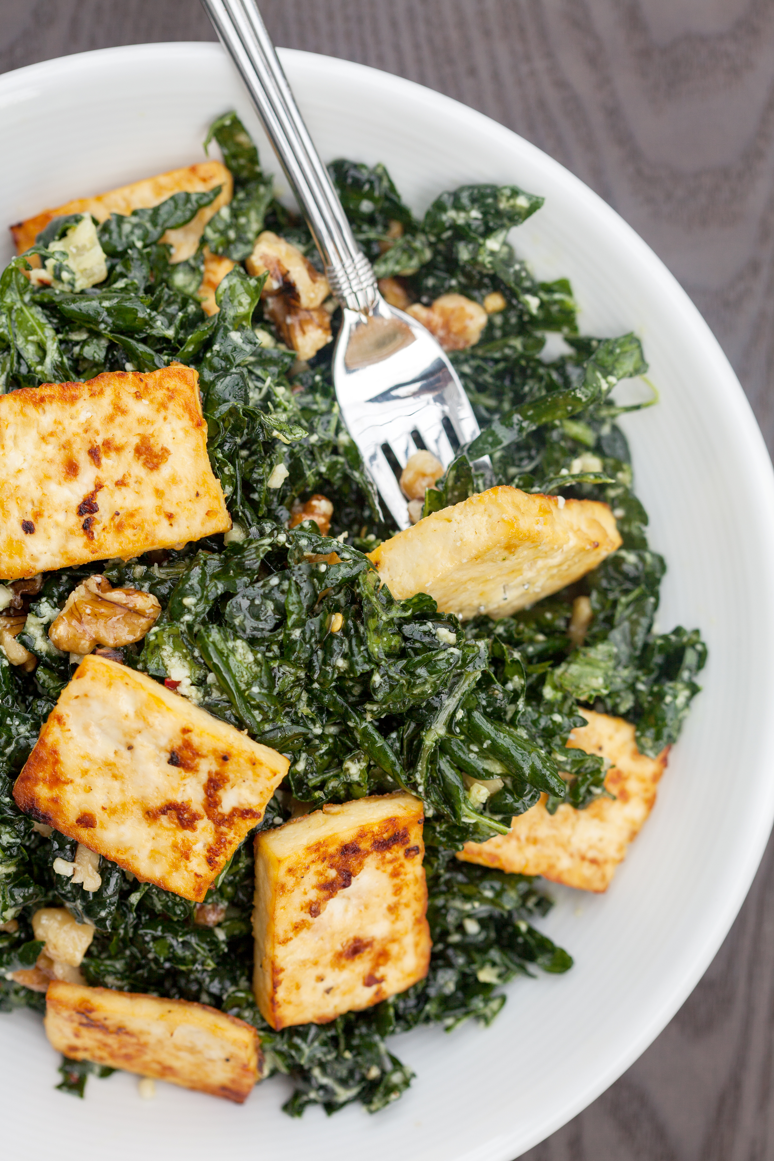 The BEST kale salad you will EVER try...seriously!   spachethespatula.com #recipe