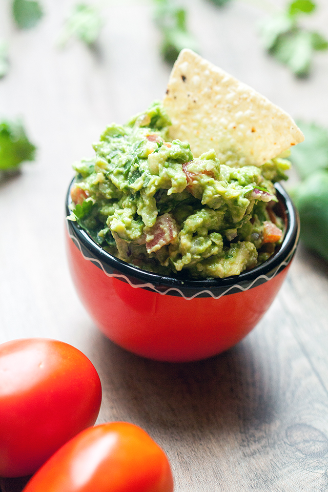 The best tasting (and easiest!) guacamole I have EVER tried! | spachethespatula.com #recipe