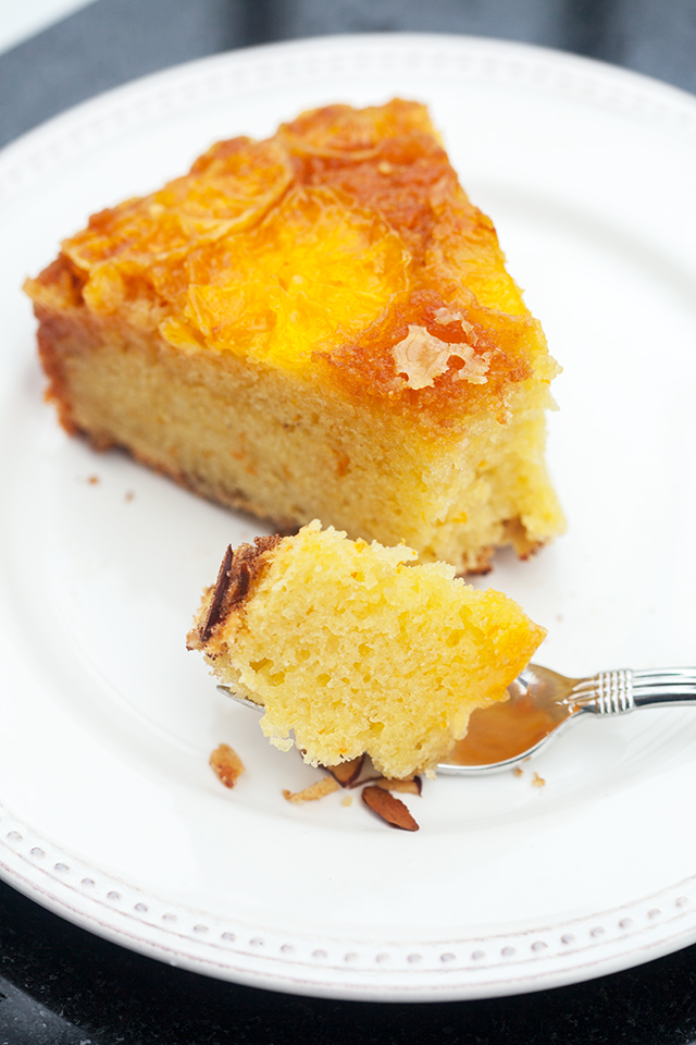 This moist and fluffy cake has a crunchy toasted cinnamon almond base, and a gooey tangelo and caramel top---it's outrageously tasty as dessert, or breakfast! | spachethespatula.com #recipe