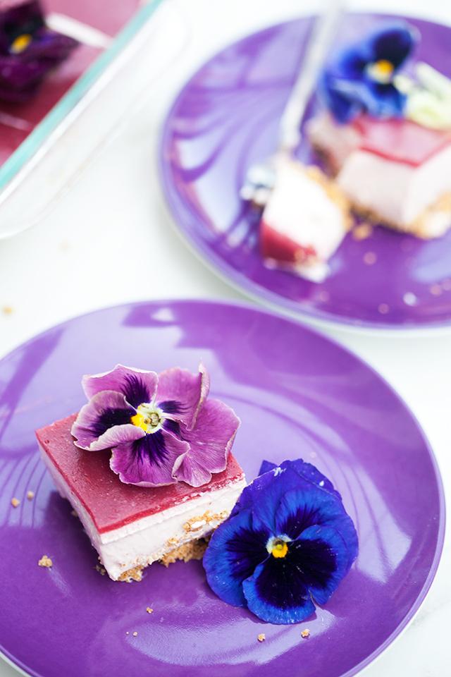 These pretty, little cheesecake squares are creamy, dreamy, no-bake delights! | spachethespatula.com #recipe