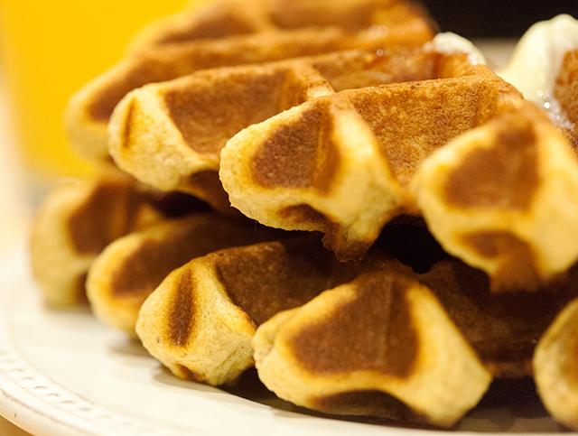 Crispy outside, soft and fluffy inside, and loaded with crispy bacon and crunchy peanut butter! | spachethespatula.com #recipe