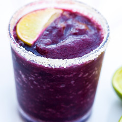 Blueberries, lime, and just a touch of agave combine for a gorgeous and delicious margarita! | spachethespatula.com #recipe