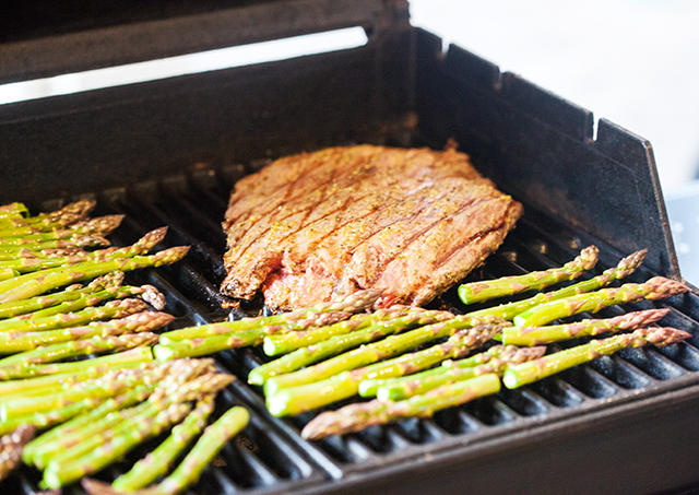 A super easy but flavorful Italian summer grilling dish that will be the star of any grill-out! | #GrillwithColavita spachethespatula.com #recipe