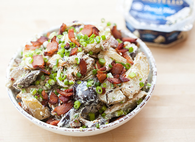 Blue cheese and sour cream make up the creamy base in this addictive potato salad! #BluesdayTuesday @castellousa| spachethespatula.com #recipe