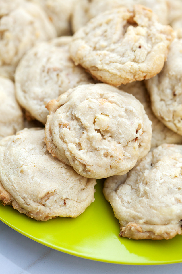 Super chewy cookies full of roasted mixed nuts and white chocolate | spachethespatula.com #recipe