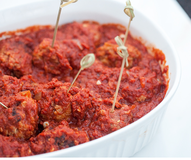 Tender pork & beef meatballs with a super tasty red sauce with a surprising ingredient! #JoinTheTable #Perugina | spachethespatula.com #recipe