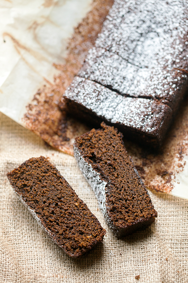 This gingerbread is sticky, moist, and full of holiday flavor...even PUMPKIN! | spachethespatula.com #recipe