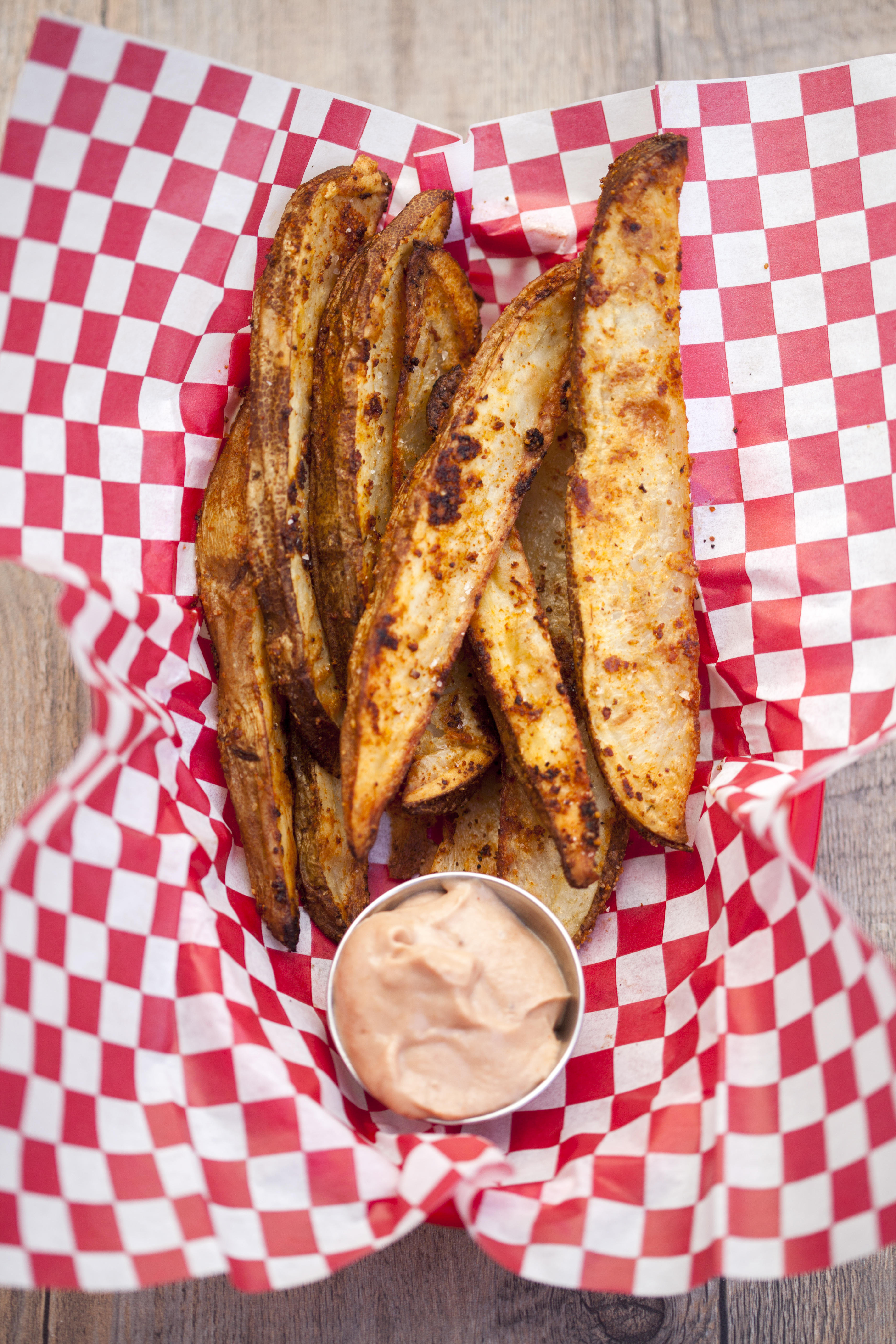 These potato wedges are crazy flavorful on their own, but even better dipped in this barbecue-y sauce! #BeholdPotatoes | spachethespatula.com #recipe