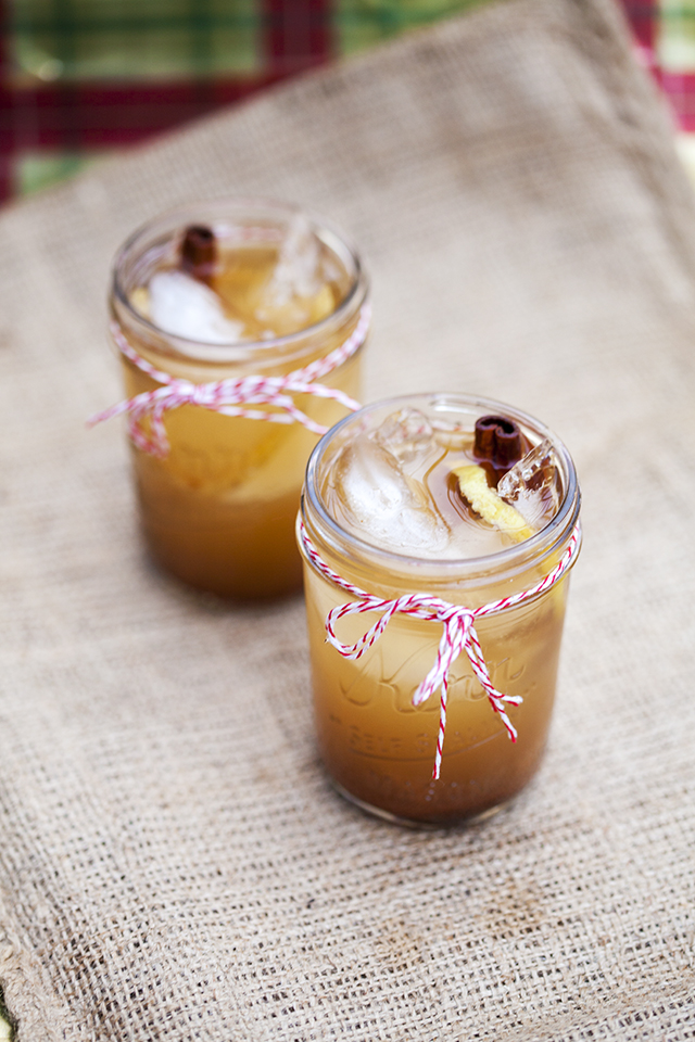 A deliciously warming chilled cocktail that is perfect for all your winter gatherings! | spachethespatula.com #recipe