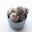 These super tasty, chewy, chocolatey delights take only 10 minutes to whip up, and be easily made #glutenfree or #vegan | spachethespatula.com #recipe
