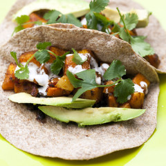Crazy satisfying vegetarian tacos that are slightly smoky, slightly spicy, slightly sweet, and fully delicious! | spachethespatula.com #recipe
