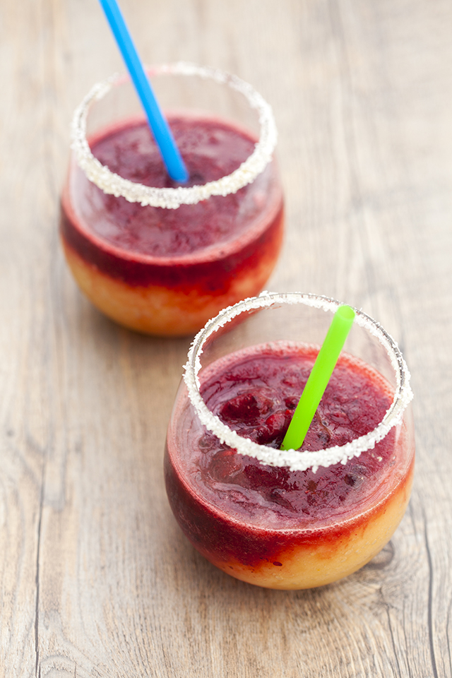 These pretty margaritas use apricots and marionberries to emulate the colors of a sunset! | spachethespatula.com #recipe