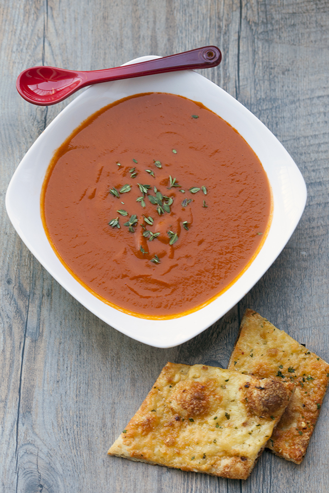 This tomato soup gets its unique flavor---slightly sweet, a little heat, super tasty---from some Moroccan-inspired ingredients. | spachethespatula.com #recipe