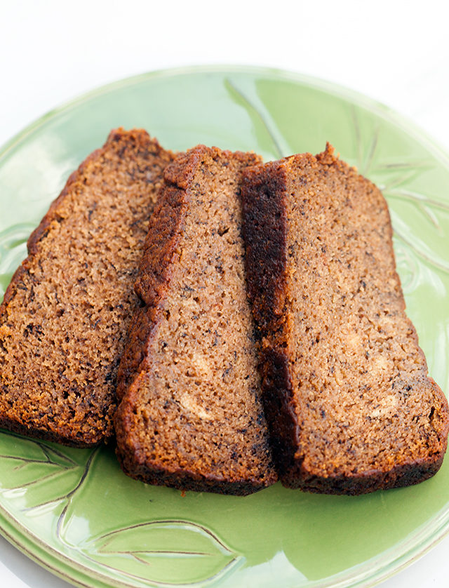 This is the most delicious, and moistest banana bread I have ever tried---AND its vegan!   spachethespatula.com #recipe