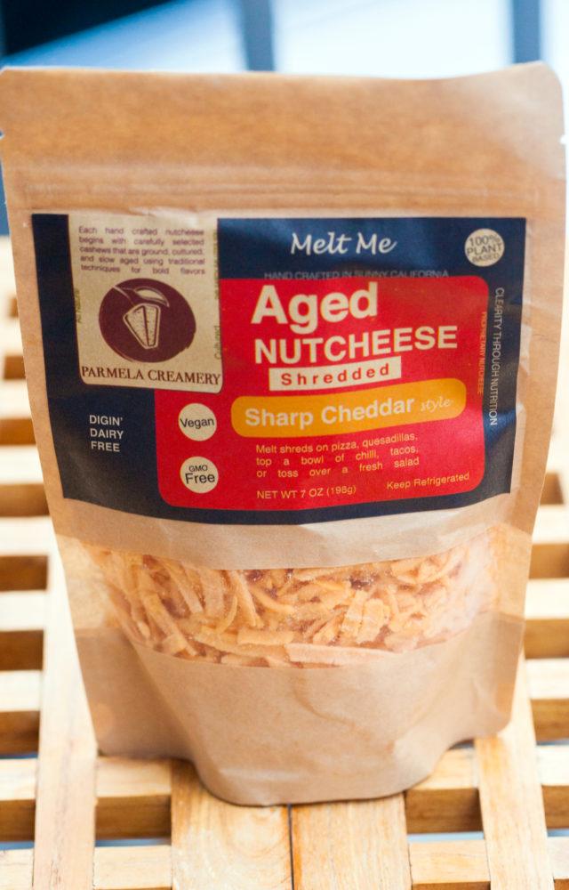 Fully loaded nachos that are totally #Vegan | spachethespatula.com #recipe