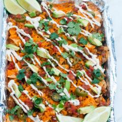 Fully loaded nachos that are totally #Vegan   spachethespatula.com #recipe