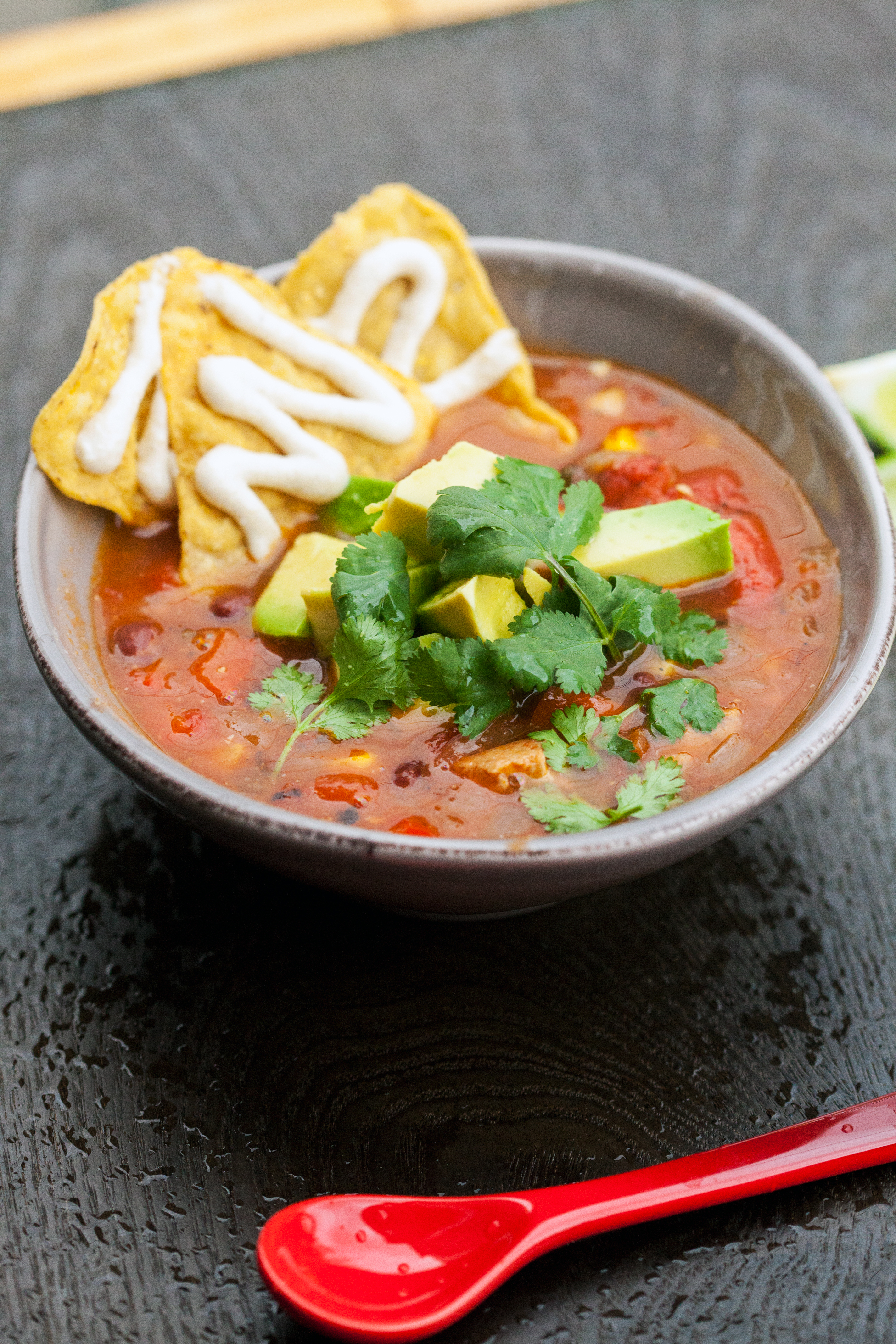 A crazy flavorful and easy soup packed with Tex-Mex flavor----and it's #vegan | spachethespatula.com #recipe