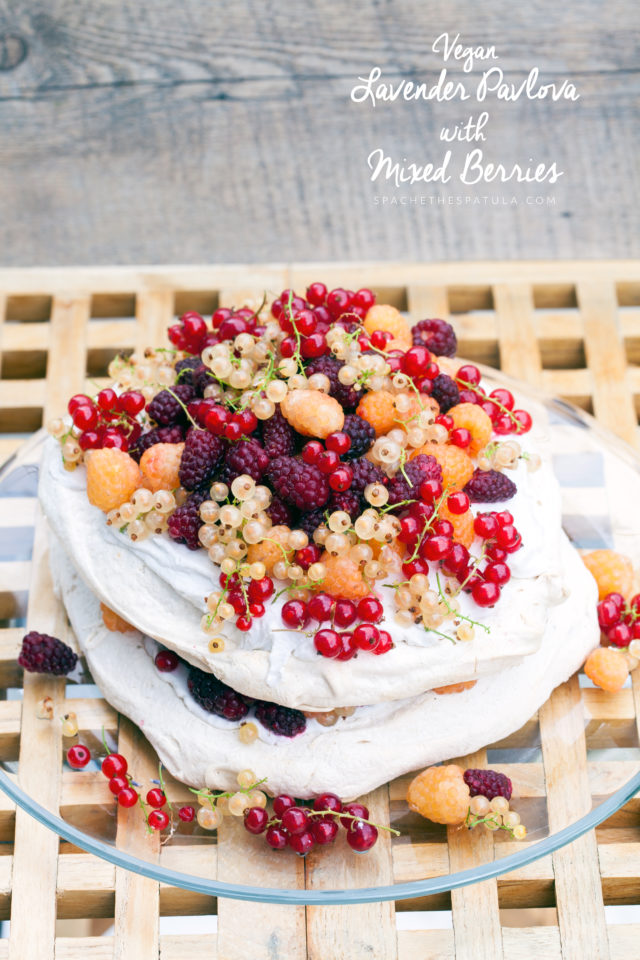 This crisp, creamy, perfectly delicious, lavender-scented pavlova is 100% #vegan and you would never know | spachethespatula.com #recipe #aquafaba