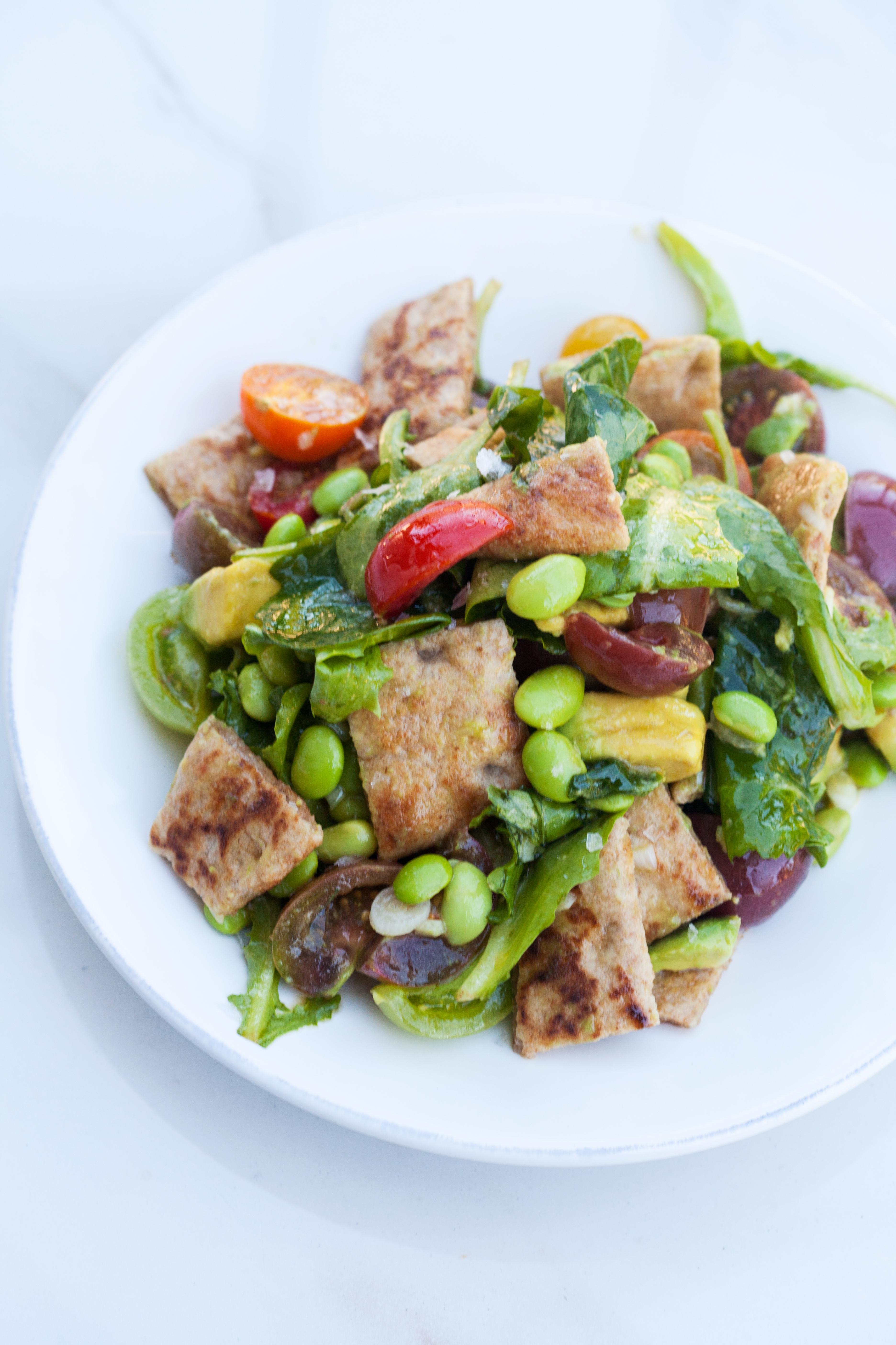A delicious and Summer-y take on a Panzanella salad! | spachethespatula.com #recipe #vegan