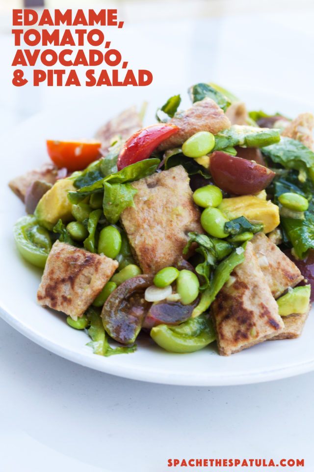A delicious and Summer-y take on a Panzanella salad! | spachethespatula.com #recipe #vegan