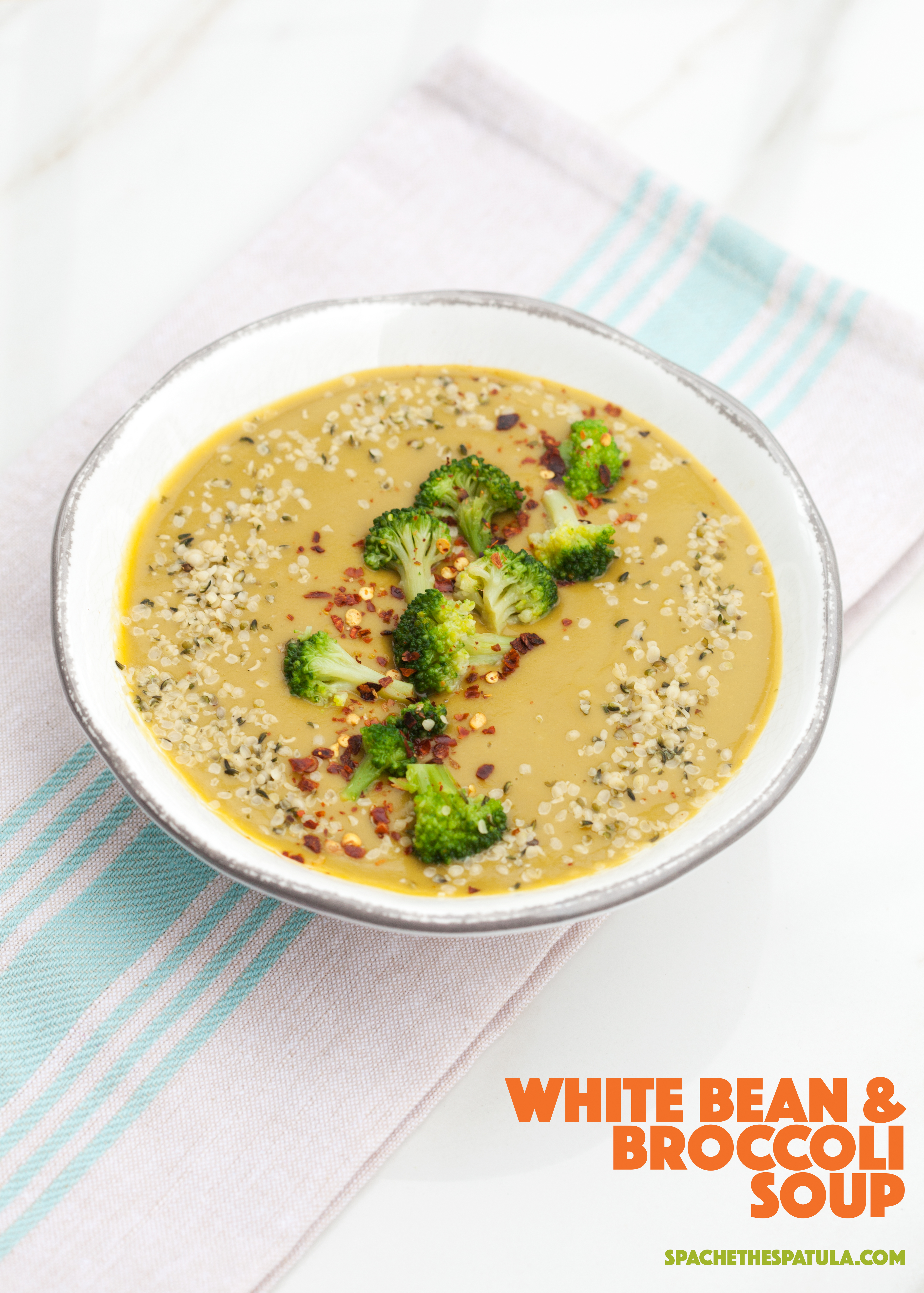 This super tasty broccoli soup gets its creaminess from white beans! | spachethespatula.com #recipe #vegan